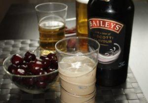 С чем пить ликер: особенности напитка
