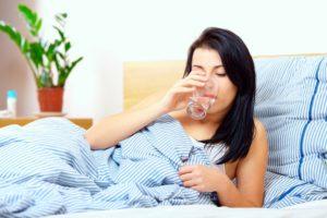 Голова кружится с утра с похмелья: болит, тошнит, температура, причины, как избавиться