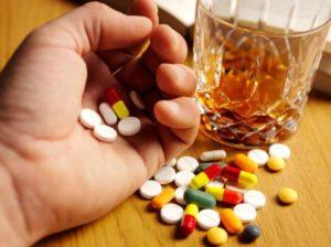 Запить таблетки алкоголем: что будет если совмещать применение