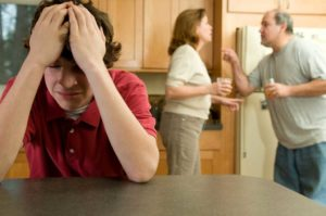 Алкоголики в обществе и семье: психология, личность, что делать, если в семье алкоголик