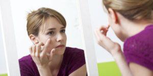 Почему лицо опухает: причины и устранение