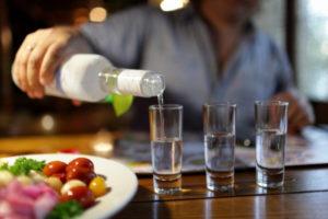 Чем лучше закусывать водку и другие спиртные напитки