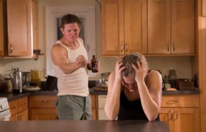Как жить с алкоголиком: советы психолога, лечение