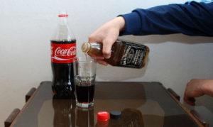 Виски с колой, как правильно мешать и пить коктейль, рецепт