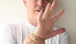 Почему трясутся руки у людей — возможные заболевания и лечение
