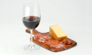 С чем пьют вино: закуска на скорую руку, полусладкое, сухое, красное, белое, как подавать